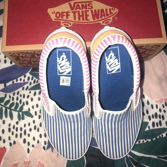 NWB Never Worn Striped Vans Classic Slip Ons NWT